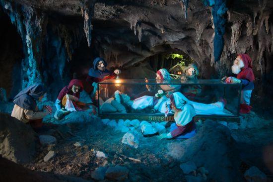 Snow white in the glass coffin. Photo by rhinestonearmadillo.typepad.com