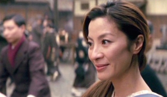 Michelle Yeoh sebagai Mameha di Memoirs of a Geisha. Photo credit: Columbia Pictures