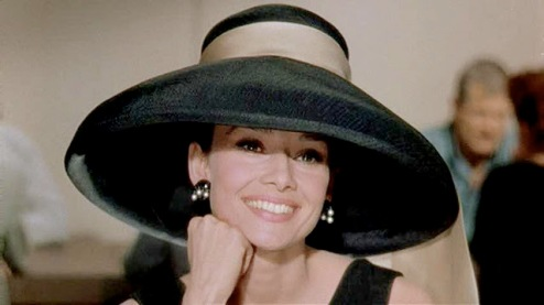Audrey Hepburn dalam Breakfast ata Tiffany's. Photo by Theskinnystiletto.com