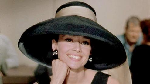 Audrey Hepburn dalam Breakfast ata Tiffany's. Photo by Theskinnystiletto.com