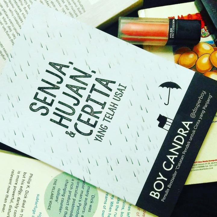 [Review Buku] Senja, Hujan, dan Cerita yang TelahUsai