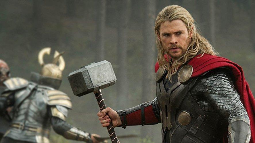 Thor versi Marvel Cinematic Universe. Photo credit: Disney/Amazon
