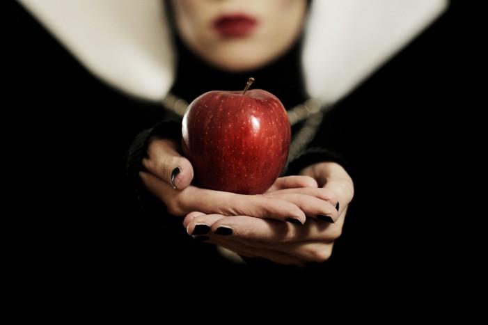 Ilustrasi apel beracun. Photo credit: Flickr