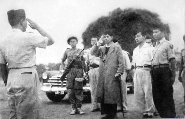Jenderal Soedirman sekembalinya dari gerilya. Photo credit: Istimewa