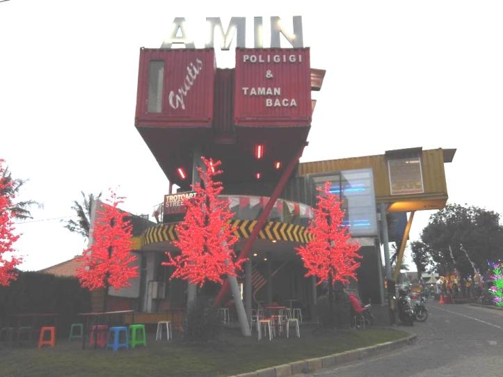 Tampak depan Poligigi & Taman Baca Amin. Photo credit: Koleksi Pribadi