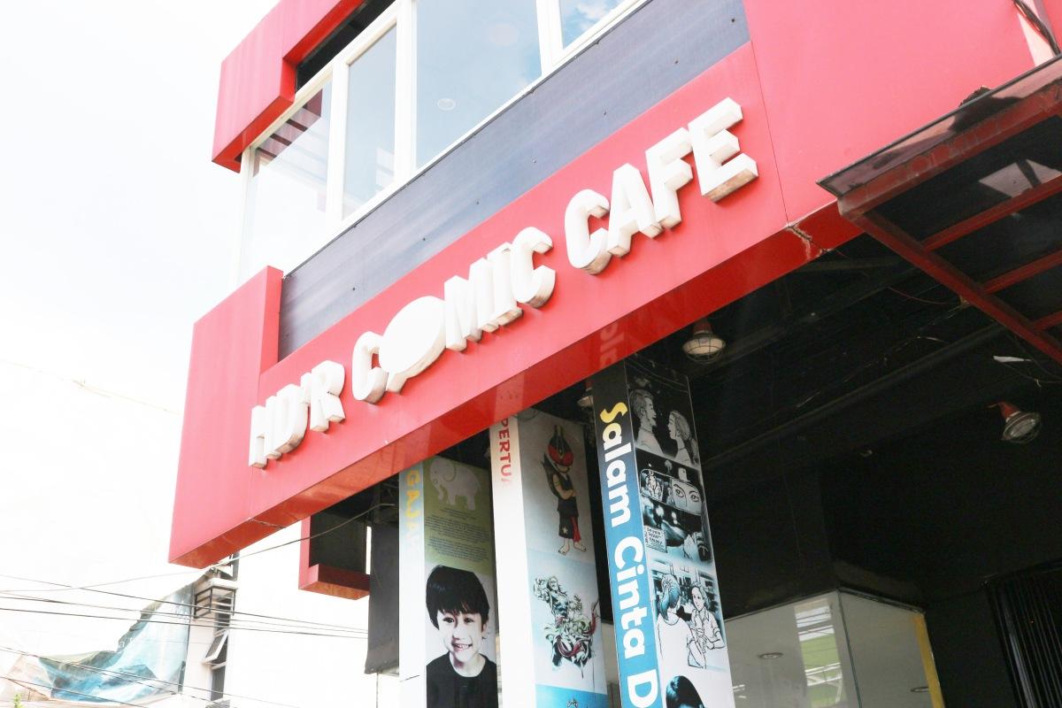 Menyepi sambil 'melahap' manga 90-an di H'DR Comic Cafe