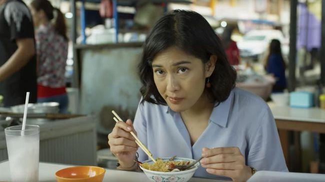 Dian Sastrowardoyo sebagai Aruna Rai di Aruna dan Lidahnya. Photo: Palari Films