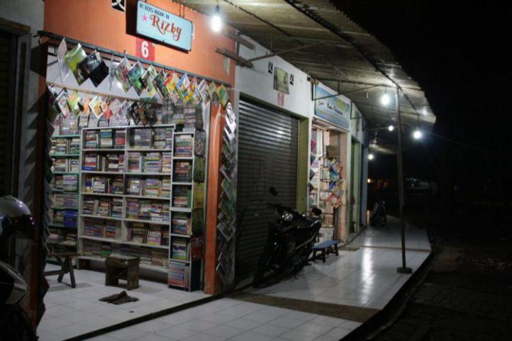 Pasar Buku & Seni Velodrome. Photo: Merdeka.com/Siti Rutmawati