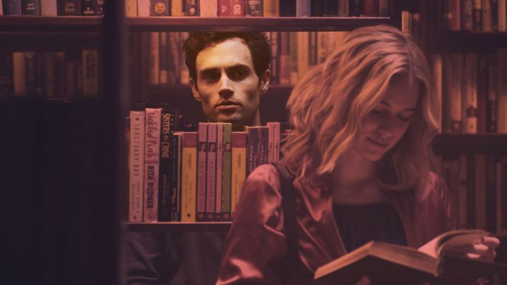 Penn Badgley sebagai Joe Goldberg di YOU. Photo: Lifetime/Netflix