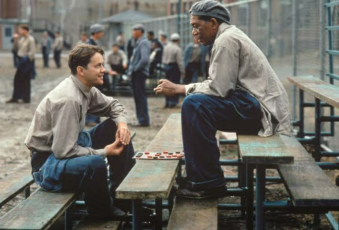 Andy Dufresne dan Ellis 'Red' Boyd Redding. Photo: Castle Rock Entertainment (1994)